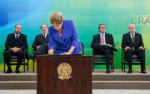 "Presidente Dilma Roussef  assina ""pacote Anticorrupção"""