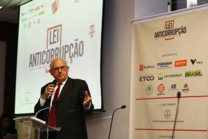Ex-ministro do STF , Nelson Jobim, na palestra de encerramento do seminário da AIDE