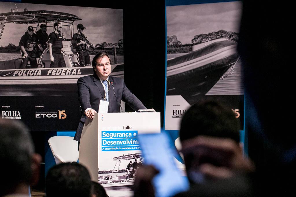 O presidente da Câmara dos Deputados, Rodrigo Maia (DEM-RJ), fala na abertura do seminário Segurança e Desenvolvimento: a importância do combate ao mercado ilegal, em Brasília - Keiny Andrade/Folhapress