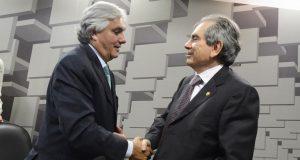 Delcídio do Amaral (PT/MS) e Raimundo Lira (PMDB/PB, presidente e vice presidente da CAE (Foto: Divulgação)